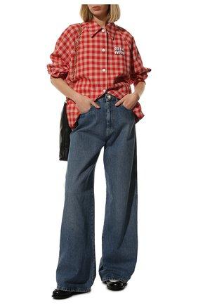 Женские джинсы MIU MIU синего цвета, арт. GWP394-1YXQ-F0013   Фото 2 (Материал внешний: Хлопок; Длина (брюки, джинсы): Стандартные; Стили: Гламурный; Кросс-КТ: Деним; Силуэт Ж (брюки и джинсы): Широкие)