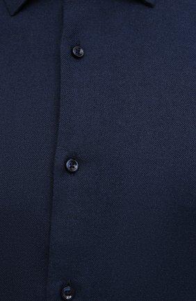Мужская хлопковая рубашка BOSS темно-синего цвета, арт. 50460111   Фото 5 (Манжеты: На пуговицах; Воротник: Кент; Рукава: Длинные; Случай: Повседневный; Длина (для топов): Стандартные; Материал внешний: Хлопок; Принт: Однотонные; Стили: Кэжуэл)