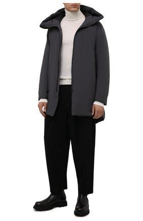 Мужская пуховик KAZUYUKI KUMAGAI темно-серого цвета, арт. AC12-223 | Фото 2 (Материал подклада: Синтетический материал; Материал утеплителя: Пух и перо; Материал внешний: Синтетический материал; Кросс-КТ: Куртка; Мужское Кросс-КТ: пуховик-короткий; Рукава: Длинные; Длина (верхняя одежда): До середины бедра; Стили: Минимализм)
