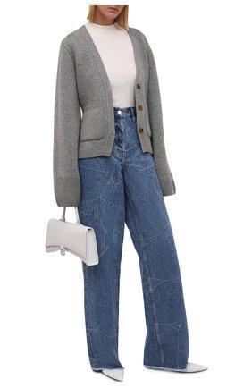 Женские джинсы DRIES VAN NOTEN синего цвета, арт. 212-012404-3381 | Фото 2 (Длина (брюки, джинсы): Удлиненные; Материал внешний: Хлопок; Кросс-КТ: Деним; Детали: Потертости; Силуэт Ж (брюки и джинсы): Широкие; Стили: Гранж)