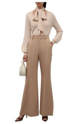 Женские шерстяные брюки CHLOÉ бежевого цвета, арт. CHC21APA04066   Фото 2 (Материал внешний: Шерсть; Материал подклада: Хлопок; Длина (брюки, джинсы): Удлиненные; Женское Кросс-КТ: Брюки-одежда; Стили: Кэжуэл; Силуэт Ж (брюки и джинсы): Расклешенные)