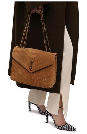 Женская сумка monogram loulou medium SAINT LAURENT светло-коричневого цвета, арт. 574946/1U8C7 | Фото 2 (Материал: Натуральная кожа; Размер: medium; Сумки-технические: Сумки через плечо)