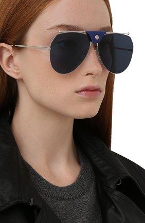 Женские солнцезащитные очки ALEXANDER MCQUEEN синего цвета, арт. AM0316S 004 | Фото 2 (Тип очков: С/з; Материал: Металл; Оптика Гендер: оптика-унисекс; Очки форма: Авиаторы)