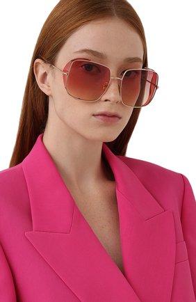 Женские солнцезащитные очки TOM FORD розового цвета, арт. TF901 28T | Фото 2 (Тип очков: С/з; Материал: Металл; Оптика Гендер: оптика-женское; Очки форма: Квадратные)