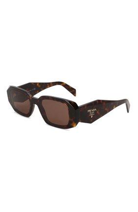 Женские солнцезащитные очки PRADA темно-коричневого цвета, арт. 17WS-2AU8C1   Фото 1 (Тип очков: С/з; Материал: Пластик; Оптика Гендер: оптика-женское; Очки форма: Прямоугольные)