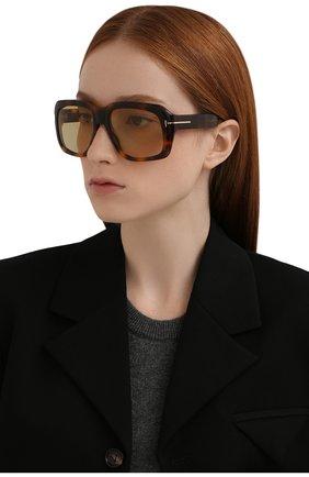 Женские солнцезащитные очки TOM FORD коричневого цвета, арт. TF885 53F | Фото 2 (Тип очков: С/з; Материал: Пластик; Оптика Гендер: оптика-унисекс; Очки форма: Over-size)