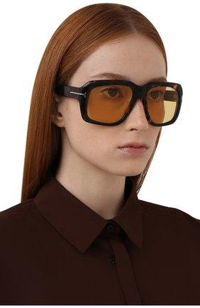 Женские солнцезащитные очки TOM FORD коричневого цвета, арт. TF885 55E | Фото 2 (Тип очков: С/з; Материал: Пластик; Оптика Гендер: оптика-унисекс; Очки форма: Over-size)