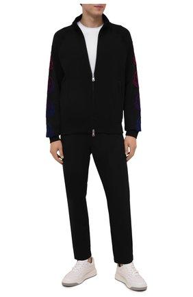 Мужские хлопковые брюки MONCLER черного цвета, арт. G2-091-2A000-11-595D0 | Фото 2 (Длина (брюки, джинсы): Стандартные; Материал внешний: Хлопок; Случай: Повседневный; Стили: Кэжуэл)