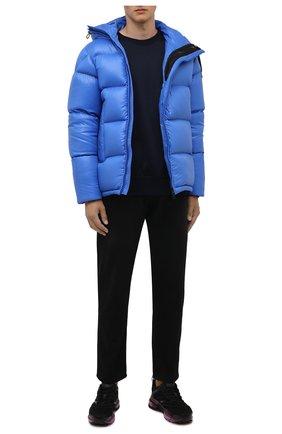 Мужская пуховик guitry MONCLER голубого цвета, арт. G2-091-1A001-37-68950 | Фото 2 (Материал внешний: Синтетический материал; Материал утеплителя: Пух и перо; Материал подклада: Синтетический материал; Кросс-КТ: Куртка; Стили: Спорт-шик; Длина (верхняя одежда): Короткие; Мужское Кросс-КТ: пуховик-короткий; Рукава: Длинные)