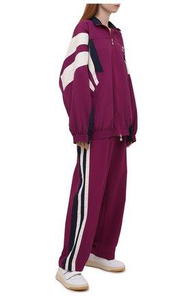Женские брюки BALENCIAGA фуксия цвета, арт. 675483/TK048 | Фото 2 (Материал подклада: Хлопок, Вискоза; Длина (брюки, джинсы): Удлиненные; Материал внешний: Синтетический материал; Стили: Спорт-шик; Женское Кросс-КТ: Брюки-одежда; Силуэт Ж (брюки и джинсы): Широкие)