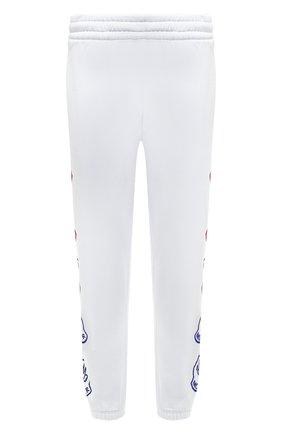 Мужские хлопковые джоггеры MONCLER белого цвета, арт. G2-091-8H000-11-899FL | Фото 1 (Материал внешний: Хлопок; Длина (брюки, джинсы): Стандартные; Силуэт М (брюки): Джоггеры; Стили: Спорт-шик; Кросс-КТ: Спорт; Мужское Кросс-КТ: Брюки-трикотаж)