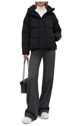 Женская пуховая куртка CANADA GOOSE черного цвета, арт. 2602LB   Фото 2 (Материал внешний: Синтетический материал; Материал утеплителя: Пух и перо; Материал подклада: Синтетический материал; Стили: Кэжуэл; Длина (верхняя одежда): Короткие; Рукава: Длинные; Кросс-КТ: Куртка; Женское Кросс-КТ: Пуховик-куртка)