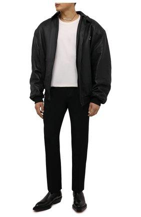 Мужской кожаный бомбер BALENCIAGA черного цвета, арт. 674318/TLS01 | Фото 2 (Материал подклада: Купро; Рукава: Длинные; Длина (верхняя одежда): Короткие; Кросс-КТ: Куртка; Мужское Кросс-КТ: Кожа и замша; Принт: Без принта; Стили: Гранж)