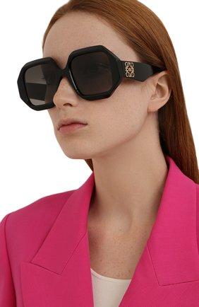 Женские солнцезащитные очки LOEWE черного цвета, арт. LW40058U   Фото 2 (Тип очков: С/з; Оптика Гендер: оптика-женское; Очки форма: Квадратные)