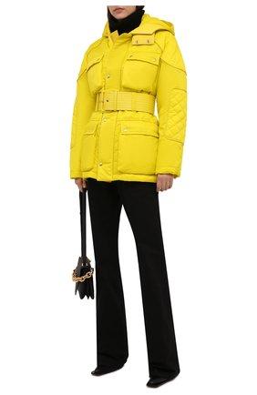 Женская утепленная куртка TOM FORD желтого цвета, арт. CS1149-FAX866 | Фото 2 (Длина (верхняя одежда): До середины бедра; Рукава: Длинные; Материал подклада: Вискоза; Материал внешний: Синтетический материал; Стили: Спорт-шик)