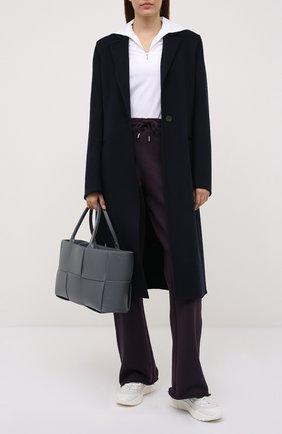 Женские хлопковые брюки DRIES VAN NOTEN фиолетового цвета, арт. 212-011122-3612 | Фото 2 (Длина (брюки, джинсы): Удлиненные; Материал внешний: Хлопок; Женское Кросс-КТ: Брюки-одежда; Стили: Спорт-шик; Силуэт Ж (брюки и джинсы): Прямые)