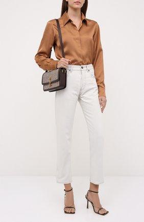 Женская рубашка из вискозы DRIES VAN NOTEN бежевого цвета, арт. 212-010759-3159 | Фото 2 (Рукава: Длинные; Длина (для топов): Стандартные; Материал внешний: Вискоза; Стили: Кэжуэл; Женское Кросс-КТ: Рубашка-одежда; Принт: Без принта)