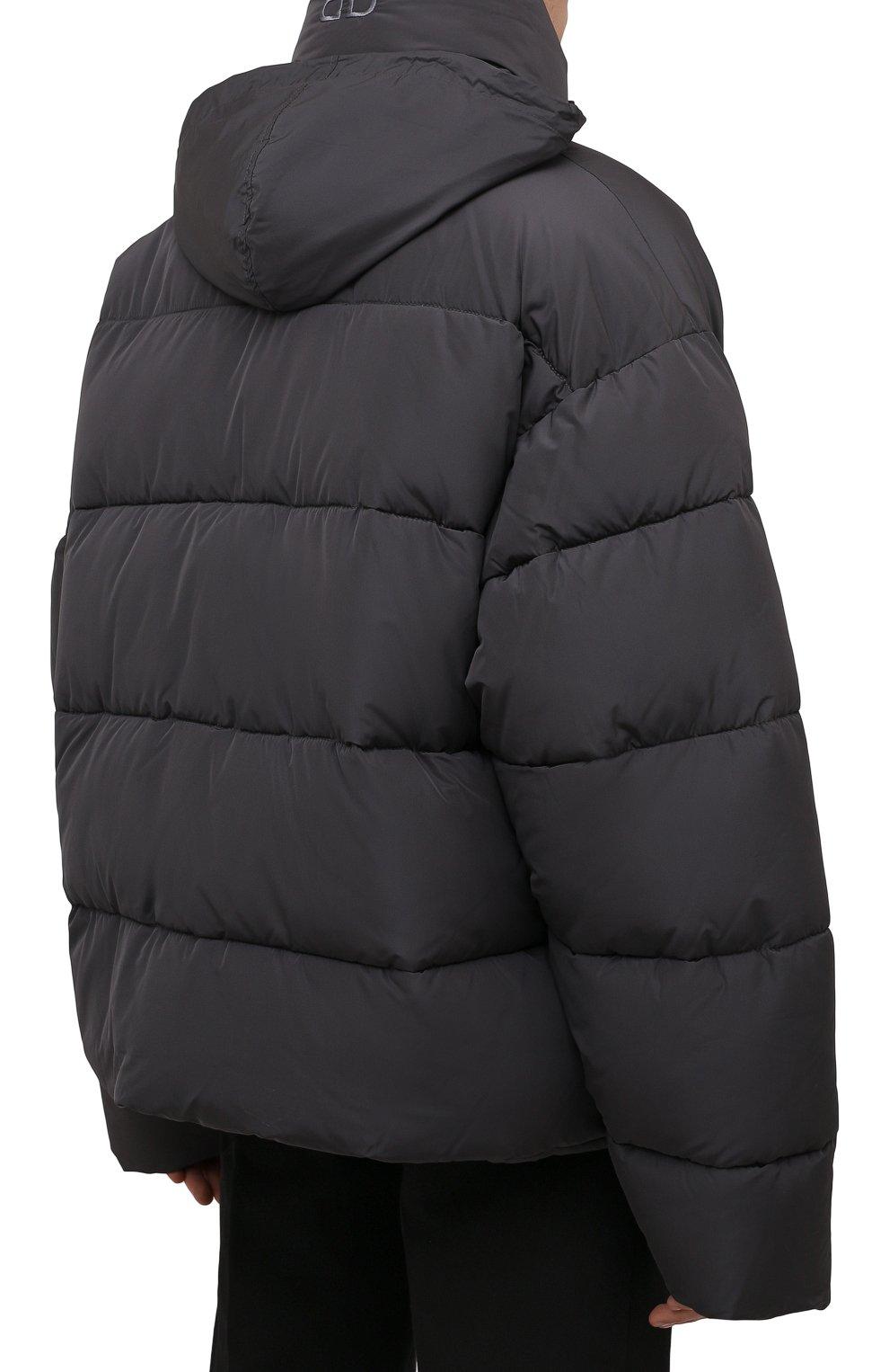 Мужская утепленная куртка BALENCIAGA серого цвета, арт. 642228/TYD36   Фото 6 (Кросс-КТ: Куртка; Мужское Кросс-КТ: пуховик-короткий; Рукава: Длинные; Материал внешний: Синтетический материал, Вискоза; Материал подклада: Синтетический материал; Длина (верхняя одежда): Короткие; Стили: Минимализм)