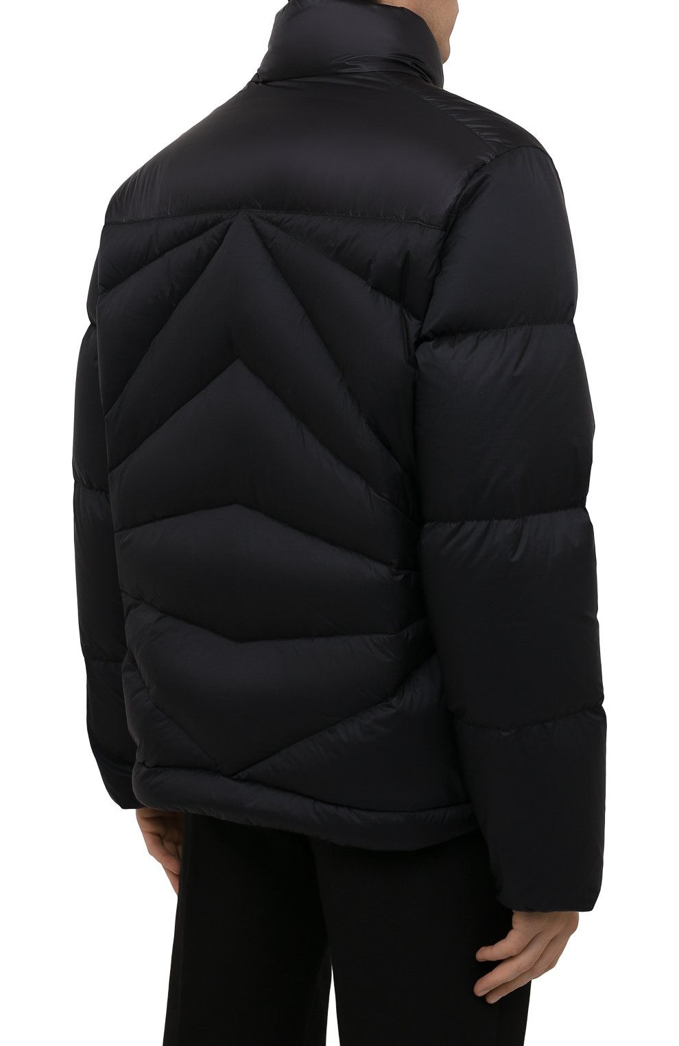 Мужская пуховая куртка tama 2 moncler 1952 MONCLER GENIUS черного цвета, арт. G2-092-1A000-30-595EV   Фото 4 (Кросс-КТ: Куртка; Мужское Кросс-КТ: пуховик-короткий; Рукава: Длинные; Материал внешний: Синтетический материал; Материал подклада: Синтетический материал; Длина (верхняя одежда): Короткие; Материал утеплителя: Пух и перо)