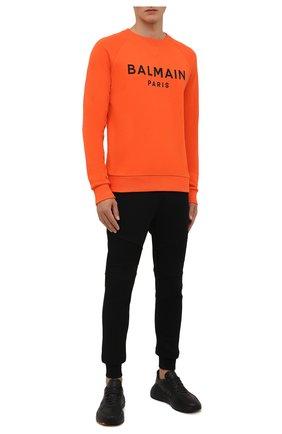 Мужской хлопковый свитшот BALMAIN оранжевого цвета, арт. WH0JQ005/B151 | Фото 2 (Материал внешний: Хлопок; Длина (для топов): Стандартные; Рукава: Длинные; Мужское Кросс-КТ: свитшот-одежда; Принт: С принтом; Стили: Кэжуэл)