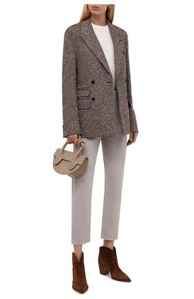 Женские джинсы BRUNELLO CUCINELLI светло-серого цвета, арт. M293PP5534 | Фото 2 (Материал внешний: Хлопок; Стили: Кэжуэл; Кросс-КТ: Деним; Силуэт Ж (брюки и джинсы): Слим; Длина (брюки, джинсы): Стандартные)