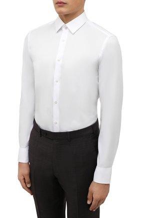 Мужская хлопковая сорочка BOSS белого цвета, арт. 50460821   Фото 3 (Манжеты: На пуговицах; Воротник: Кент; Рукава: Длинные; Длина (для топов): Стандартные; Рубашки М: Slim Fit; Материал внешний: Хлопок; Стили: Классический; Случай: Формальный; Принт: Однотонные)