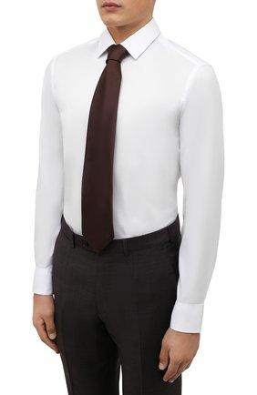 Мужская хлопковая сорочка BOSS белого цвета, арт. 50460821   Фото 4 (Манжеты: На пуговицах; Воротник: Кент; Рукава: Длинные; Длина (для топов): Стандартные; Рубашки М: Slim Fit; Материал внешний: Хлопок; Стили: Классический; Случай: Формальный; Принт: Однотонные)