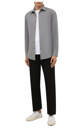 Мужская хлопковая рубашка BOSS серого цвета, арт. 50460111 | Фото 2 (Материал внешний: Хлопок; Случай: Повседневный; Рукава: Длинные; Стили: Кэжуэл; Принт: Однотонные; Воротник: Кент; Манжеты: На пуговицах; Рубашки М: Slim Fit; Длина (для топов): Стандартные)