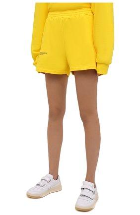 Мужского хлопковые шорты PANGAIA желтого цвета, арт. 20FSU01-014-FEM002   Фото 3 (Женское Кросс-КТ: Шорты-одежда, Шорты-спорт; Длина Ж (юбки, платья, шорты): Мини; Стили: Спорт-шик)