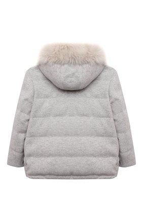 Детская пуховая куртка BRUNELLO CUCINELLI светло-серого цвета, арт. B012TJ404B | Фото 2 (Материал подклада: Синтетический материал; Материал утеплителя: Пух и перо; Материал внешний: Кашемир, Шерсть; Рукава: Длинные; Девочки Кросс-КТ: Пуховик-верхняя одежда; Кросс-КТ: Сезон: зима)
