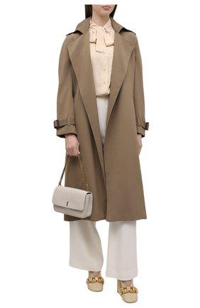 Женская шелковая блузка SAINT LAURENT светло-бежевого цвета, арт. 660889/Y5D16   Фото 2 (Рукава: Длинные; Длина (для топов): Стандартные; Материал внешний: Шелк; Стили: Романтичный; Принт: Без принта; Женское Кросс-КТ: Блуза-одежда)