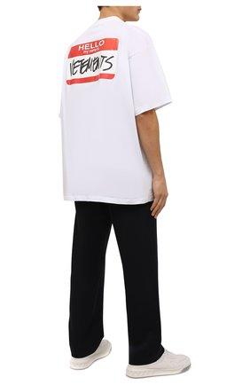 Мужская хлопковая футболка VETEMENTS белого цвета, арт. UE52TR140W 1602/M | Фото 2 (Рукава: Короткие; Длина (для топов): Удлиненные; Материал внешний: Хлопок; Принт: С принтом; Стили: Спорт-шик)