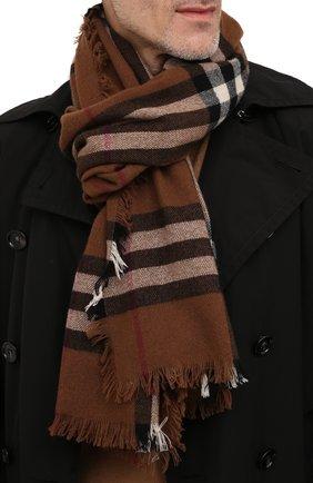 Мужской кашемировый шарф BURBERRY коричневого цвета, арт. 8046213 | Фото 2 (Материал: Кашемир, Шерсть; Кросс-КТ: кашемир)