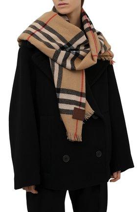 Женский кашемировый шарф BURBERRY коричневого цвета, арт. 8046212   Фото 2 (Материал: Шерсть, Кашемир)