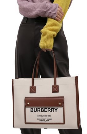 Женский сумка-тоут BURBERRY светло-коричневого цвета, арт. 8044129 | Фото 2 (Размер: large; Материал: Текстиль; Сумки-технические: Сумки-шопперы)