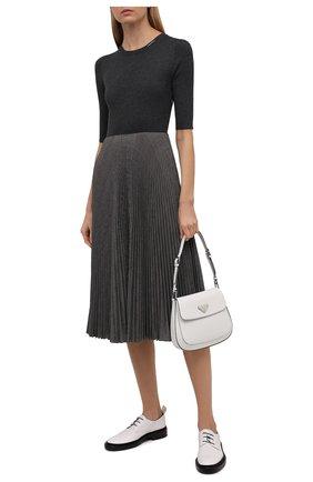 Женское платье PRADA темно-серого цвета, арт. P3F45-1ZH2-F0C9S-212 | Фото 2 (Материал внешний: Шерсть, Синтетический материал; Стили: Кэжуэл; Кросс-КТ: Трикотаж; Женское Кросс-КТ: Платье-одежда; Рукава: Короткие; Длина Ж (юбки, платья, шорты): До колена)