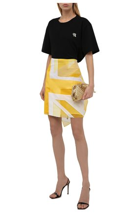 Женская юбка BURBERRY желтого цвета, арт. 8046843   Фото 2 (Материал подклада: Шелк; Материал внешний: Синтетический материал; Длина Ж (юбки, платья, шорты): Мини; Стили: Гламурный; Женское Кросс-КТ: Юбка-одежда)