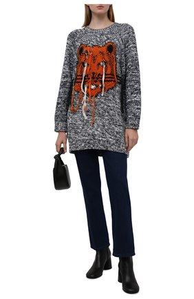 Женский свитер KENZO черно-белого цвета, арт. FB62R06323TD   Фото 2 (Материал внешний: Хлопок; Рукава: Длинные; Длина (для топов): Удлиненные; Стили: Кэжуэл; Женское Кросс-КТ: Свитер-одежда)