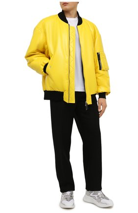 Мужской утепленный бомбер DOLCE & GABBANA желтого цвета, арт. G9WI4T/FUSJT | Фото 2 (Длина (верхняя одежда): Короткие; Материал внешний: Синтетический материал; Рукава: Длинные; Материал подклада: Синтетический материал; Кросс-КТ: Куртка; Мужское Кросс-КТ: утепленные куртки; Принт: Без принта; Стили: Гранж)