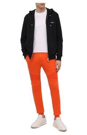 Мужские хлопковые джоггеры BALMAIN оранжевого цвета, арт. WH00B000/B152 | Фото 2 (Материал внешний: Хлопок; Силуэт М (брюки): Джоггеры; Мужское Кросс-КТ: Брюки-трикотаж; Стили: Спорт-шик; Длина (брюки, джинсы): Стандартные)