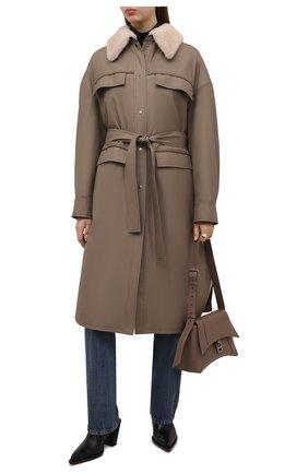Женское пальто с меховой подкладкой KUSSENKOVV серого цвета, арт. 709009612553 | Фото 2 (Длина (верхняя одежда): До колена; Материал утеплителя: Натуральный мех; Материал внешний: Шерсть; Рукава: Длинные; Стили: Гламурный; 1-2-бортные: Однобортные)