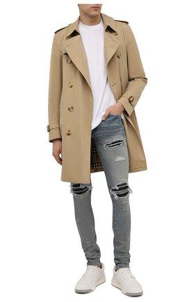 Мужские джинсы AMIRI голубого цвета, арт. XMD001-408   Фото 2 (Материал внешний: Хлопок; Длина (брюки, джинсы): Стандартные; Кросс-КТ: Деним; Силуэт М (брюки): Узкие; Детали: Потертости; Стили: Гранж)