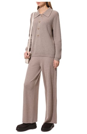 Женский кашемировый свитер LISA YANG бежевого цвета, арт. 202170   Фото 2 (Материал внешний: Кашемир, Шерсть; Стили: Кэжуэл; Женское Кросс-КТ: Свитер-одежда; Длина (для топов): Стандартные; Рукава: Длинные)