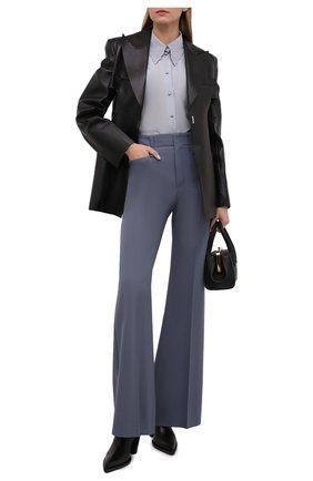 Женская шелковая блузка CHLOÉ голубого цвета, арт. CHC21WHT06004   Фото 2 (Длина (для топов): Стандартные; Рукава: Длинные; Материал внешний: Шелк; Стили: Кэжуэл; Принт: Без принта; Женское Кросс-КТ: Блуза-одежда)