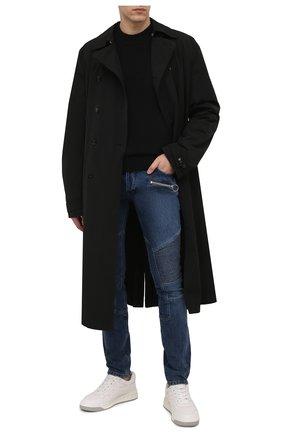 Мужские джинсы BALMAIN синего цвета, арт. WH0MG045/163D   Фото 2 (Материал внешний: Хлопок; Длина (брюки, джинсы): Стандартные; Кросс-КТ: Деним; Детали: Потертости; Стили: Гранж; Силуэт М (брюки): Узкие)