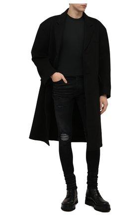 Мужские джинсы AMIRI черного цвета, арт. MDS059-023   Фото 2 (Материал внешний: Хлопок; Кросс-КТ: Деним; Силуэт М (брюки): Узкие; Стили: Гранж, Панк; Детали: Потертости; Длина (брюки, джинсы): Стандартные)