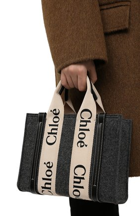 Женский сумка-тоут woody mini CHLOÉ серого цвета, арт. CHC21WS397F37   Фото 2 (Материал: Текстиль; Ремень/цепочка: На ремешке; Размер: mini; Сумки-технические: Сумки-шопперы)