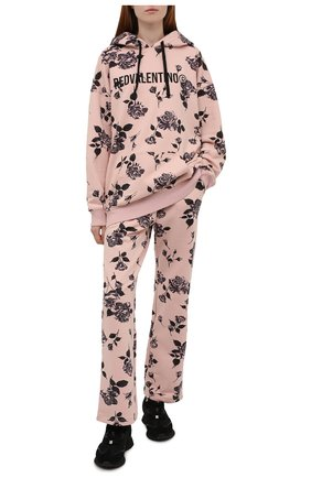 Женские хлопковые брюки REDVALENTINO светло-розового цвета, арт. WR0MD02C/67V   Фото 2 (Материал внешний: Хлопок; Длина (брюки, джинсы): Стандартные; Стили: Спорт-шик; Женское Кросс-КТ: Брюки-одежда; Силуэт Ж (брюки и джинсы): Прямые)