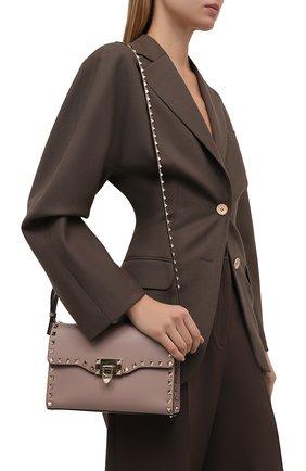 Женская сумка rockstud medium VALENTINO бежевого цвета, арт. WW0B0181/B0L | Фото 2 (Материал: Натуральная кожа; Ремень/цепочка: На ремешке; Размер: medium; Сумки-технические: Сумки через плечо)