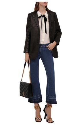 Женские джинсы VERSACE синего цвета, арт. 1002130/1A01652   Фото 2 (Длина (брюки, джинсы): Стандартные; Материал внешний: Хлопок; Стили: Гламурный; Кросс-КТ: Деним; Силуэт Ж (брюки и джинсы): Расклешенные)